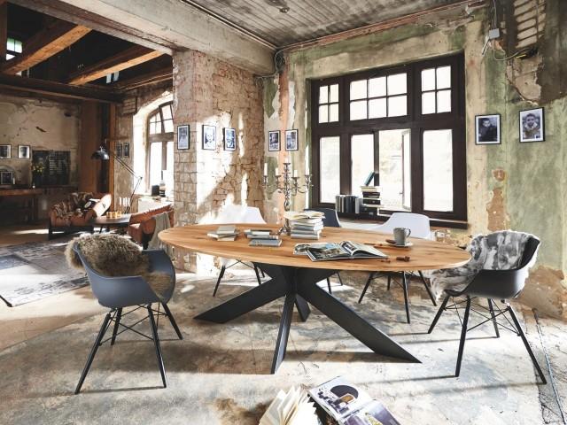 <p><strong>Esstisch</strong><br /> Tischplatte Wildeiche Bianco, Untergestell Eisen Black Antik, B/H/T: 240 x 110 x 3 cm</p>  <p><strong>Stuhl</strong><br /> Kunststoff, in den Farben schwarz, wei&szlig; oder anthrazit</p>